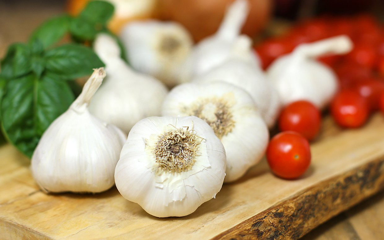 Kitchen Tips To Peel Garlic In 5 Minutes